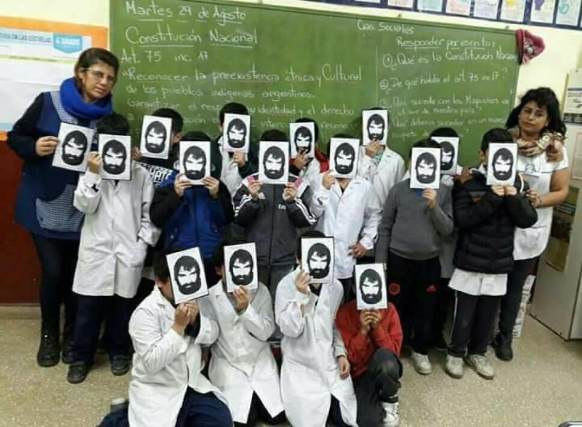 Argentinian educators asking: Where is Santiago Maldonado?