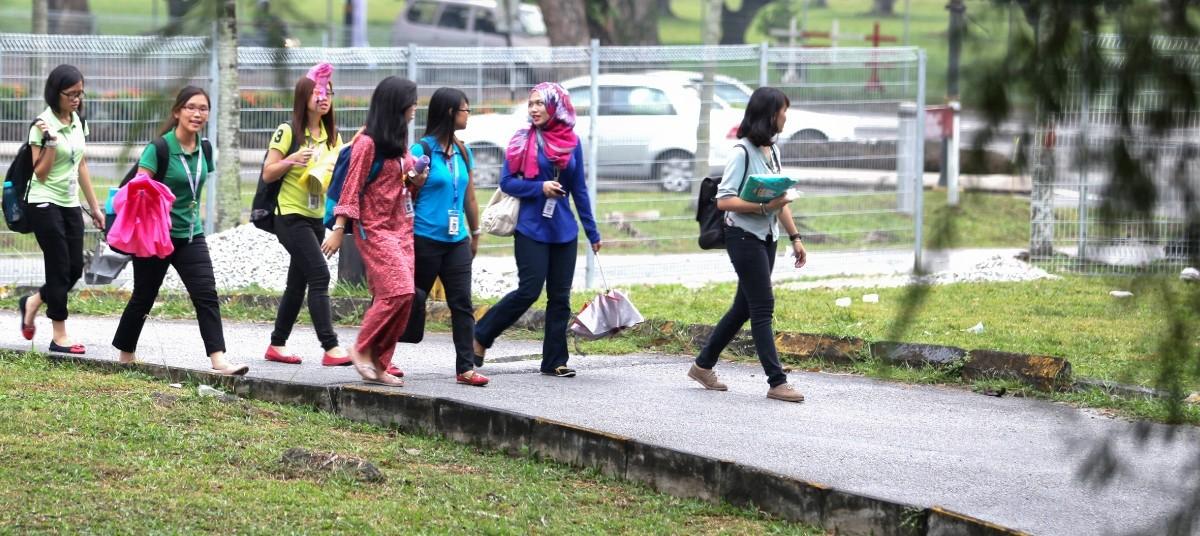 Malaysian students in a public university's campus. Photo: Nafise Motlaq / World Bank.
