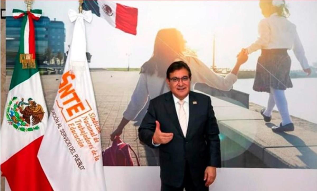 SNTE General Secretary Alfonso Cepeda Salas.